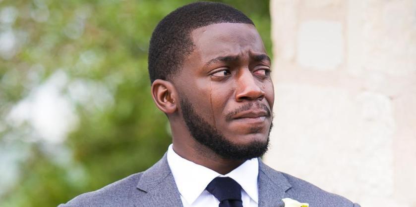 homme noir en larme  pensee au coucher