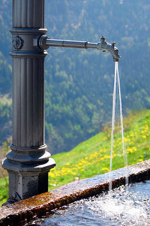 300px-Fresh_water_fountain.jpg